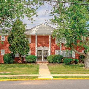 Country Club Apartments For Rent in Eatontown, NJ Building View