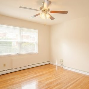 Country Club Apartments For Rent in Eatontown, NJ Livingroom